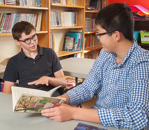 Tutoría entre pares, autismo e inclusión en escuelas secundarias
