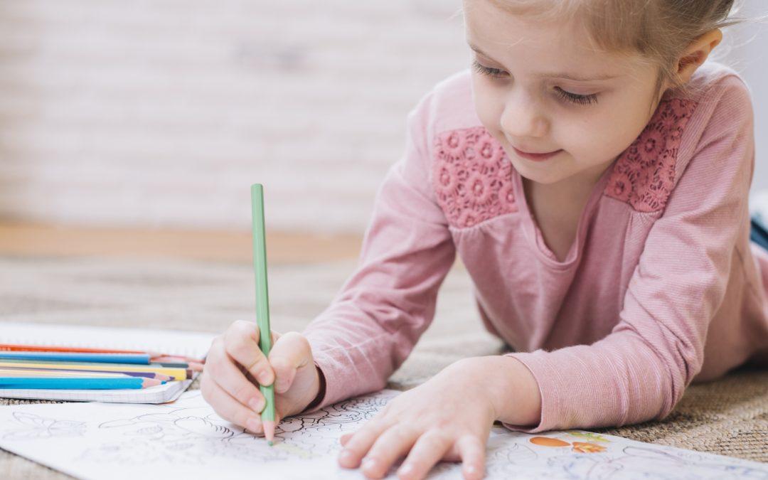 Recursos y estrategias para entretener a los niños mientras estamos en casa